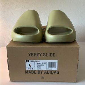 Yeezy Slides Resin Men's size 6/ women's 7